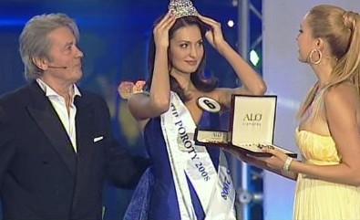 Alain Delon, Česká Miss Eliška Bučková a topmodelka Petra Němcová při předávání cen