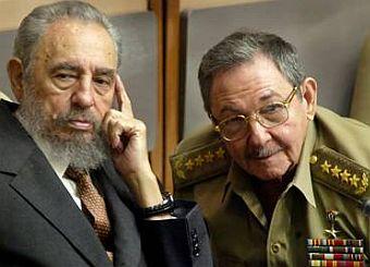 Střídání: Fidel Castro s bratrem Raúlem