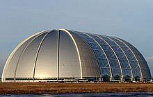 Stavba byla původně konstruovaná jako hangár pro vzducholodě