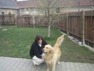 Antonie Boťová na zahradě dětského domova