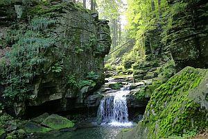 Potok Satina s vodopády
