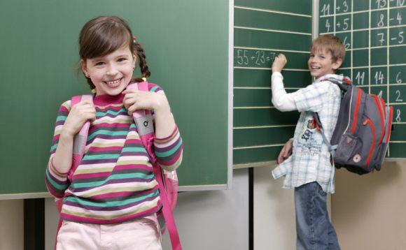a5a750a2196 Školní batoh vybírejte podle věku a velikosti dítěte. Pro nejmenší školáky  (první a druhá třída) jsou nejvhodnější školní batohy z kolekce CHILLI.
