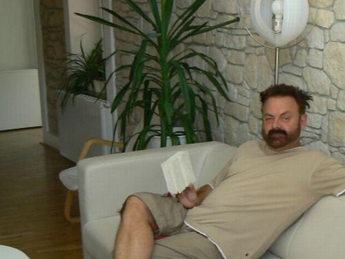 Upír s kamennou knihou.