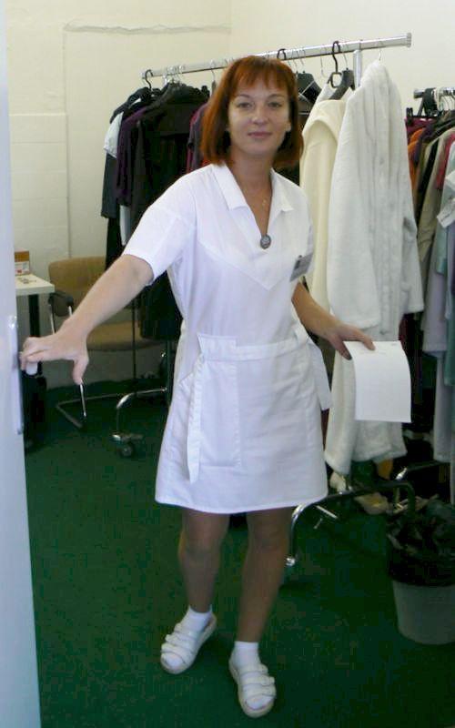 Sandra opouští kostymérnu.