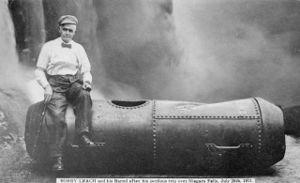 Další z odvážlivců, který překonal vodopády - Bobby Leach se svým