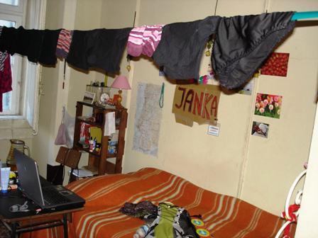 Můj portugalský pokoj. 245 euro měsíčně, bydlela jsem přímo v centru.