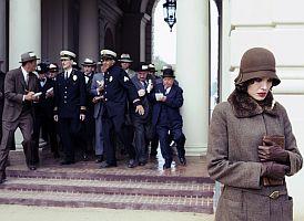 Christine Collinsová (Angelina Jolie) statečně vzdorovala zkorumpované policejní mašineérii