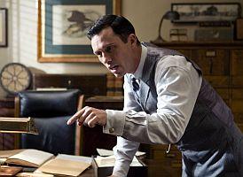"""Kapitán J. J. Jones (Jeffrey Donovan) nechá """"nepohodlnou"""" Christine zavřít do blázince"""