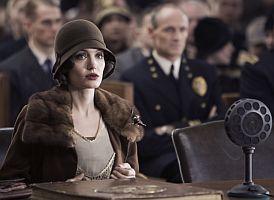 Christine Collinsová (Angelina Jolie) před soudem žaluje losangeleskou policii