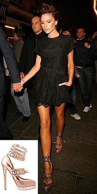 a9ddd61418e Victoria Beckhamová prý chodí na vysokých podpatcích i doma. Proto není  divu