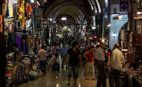 Bazar ožívá i v noci!