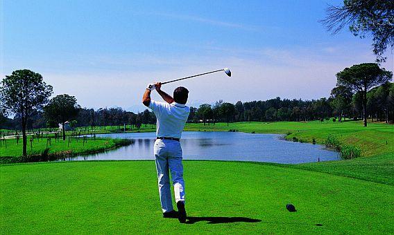 Turecký turistický hit - golf na greenu!
