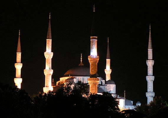Mešita Nusretiye v noci
