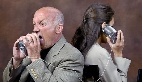 křičící muž