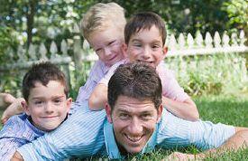 Šťastný otec se svými syny