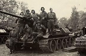 Sov�tsk� tanky v Praze