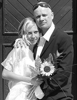 Nevypadají Honza se Zuzkou jako skuteční novomanželé?