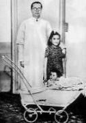 Novope�en� matka Lina Medina s porodn�kem a miminkem