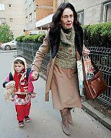 Rumunka Adriana Iliescuov� s dcerou ze zkumavky