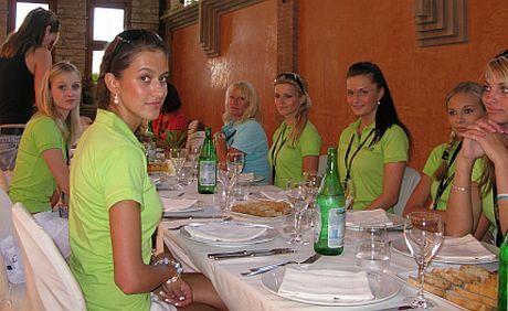 České princezny si vychutnávají pravou italskou večeři