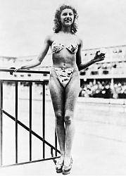 První bikiny předvedla tanečnice Micheline Bernardiniová