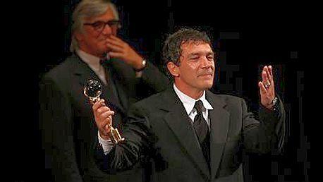 Antonio Banderas převzal od Jiřího Bartošky Cenu prezidenta festivalu
