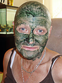 Vera s maskou