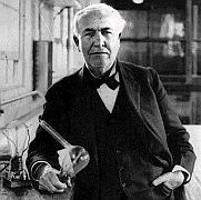 """Otec"" žárovky - Thomas Alva Edison se svým vynálezem"