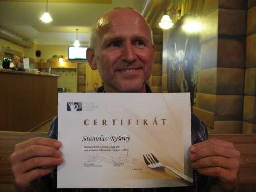 Výherce pan Ryšavý s certifikátem o absolvování kurzu!