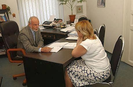 Právník radí klientce