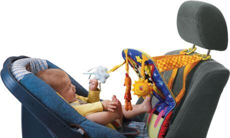 hračka na autosedačku