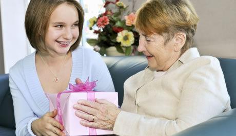 co darovat k narozeninám ŽENA IN   Co dát babičce k narozeninám? co darovat k narozeninám
