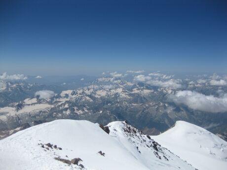 Pohled z vrcholu Elbrusu