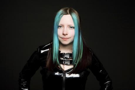 zelená barva vlasů