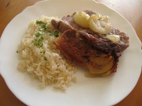 vepřové maso s cibulí