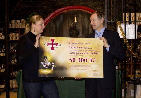Předání výherního poukazu: Radmila Panochová (vítězka) a Ing. Pavel Pastorek (generální ředitel TSČ)