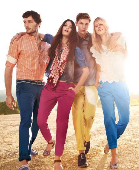 s. Oliwer má barevné džíny také ve své jarní kolekci