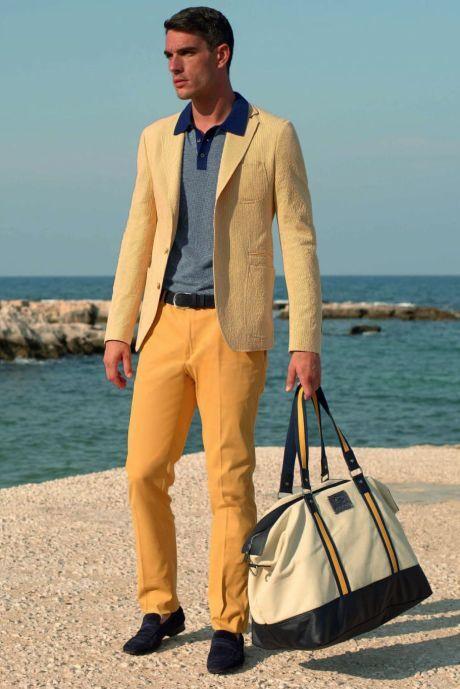 Lněné sako, žluté džíny a proužkovaná košile