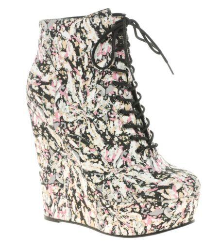 Kotníčkové boty na platformě s abstraktním potiskem květů Asos