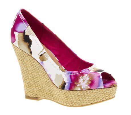 Květované boty na klínku Baťa