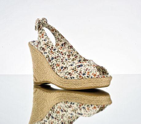 Květované boty s páskem přes patu Salamander