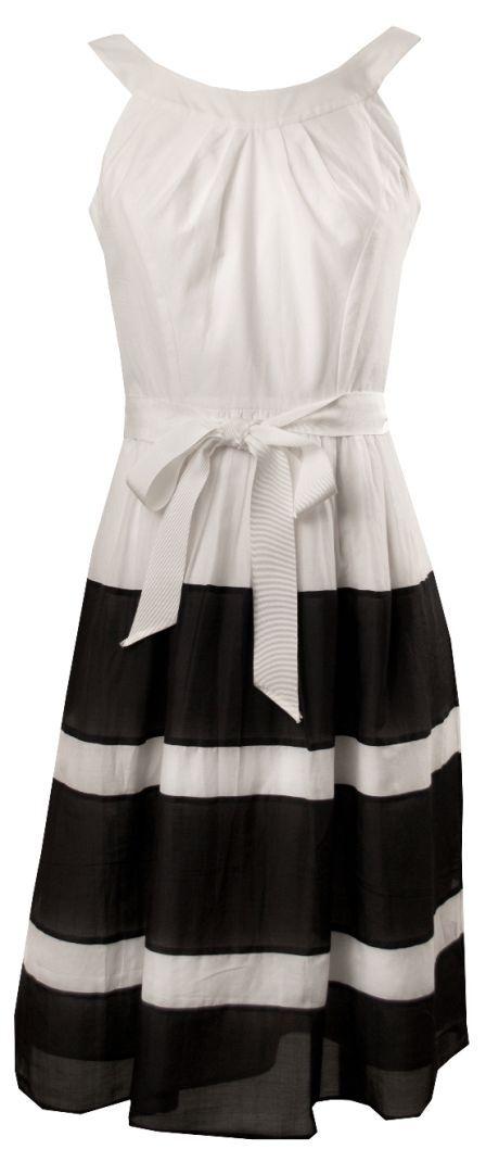 Bílé šaty s černě pruhovanou širokou sukní
