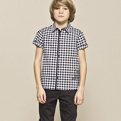 c45ce98c9c3 ŽENA-IN - Děti jako dospělí  Malý rošťák v kravatě a saku
