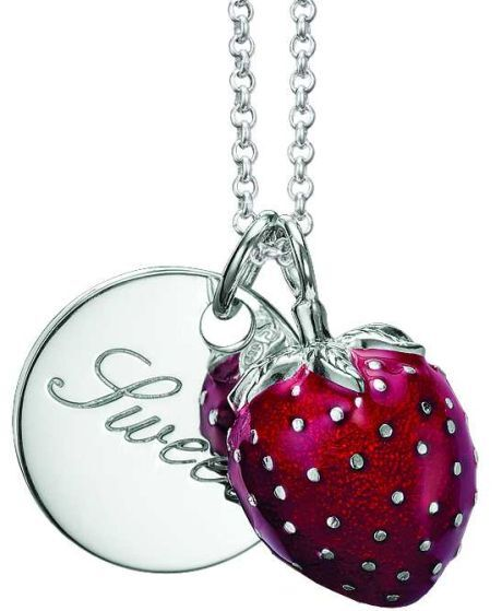 Sladká jahůdka je šperk skoro k nakousnutí ale pozor