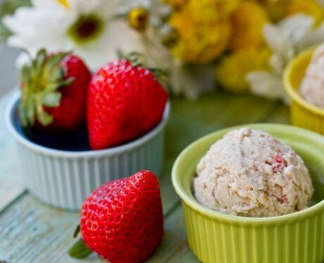 jahodová cheesecake zmrzlina
