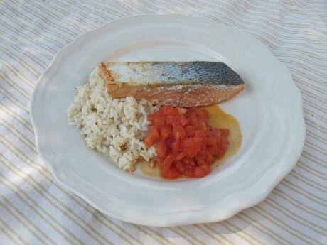 losos s rajčatovou salsou