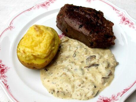 hovězí steak s houbovou omáčkou