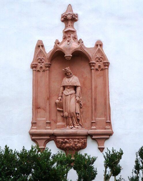 Reliéf na zdi kláštera Porta coeli