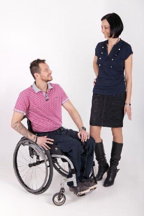 Jak se zrodil nápad šít speciální oblečení pro vozíčkáře  Když jsem se v  roce 2010 pohybovala v rámci svého poradenství u jedné neziskové  organizace 20de3f43b4