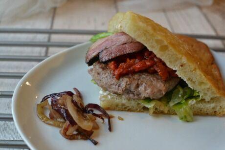krůtí burger ve focaccie